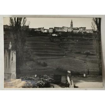 Buzet: stara razglednica s podnožja brda
