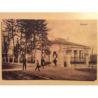 VUKOVAR STARA RAZGLEDNICA GOSPODA NA ULICI ISPRED RASKOŠNOG ZDANJA 1919/1923.  R0295