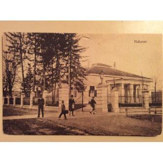VUKOVAR STARA RAZGLEDNICA GOSPODA NA ULICI ISPRED RASKOŠNOG ZDANJA 1919/1923.  R0296