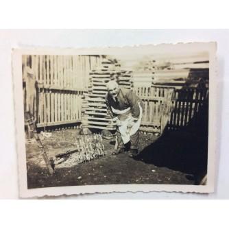 ZAPREŠIĆ STARA RAZGLEDNICA MALA FOTOGRAFIJA PEČENJE MESA 1932.